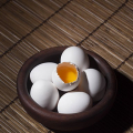 Jak oloupat vejce