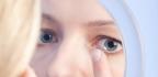 Kontaktní čočky nebrání líčení, ale je dobré dodržovat jisté zásady